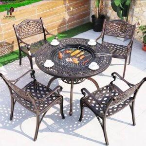 bàn tròn sân vườn có bếp than