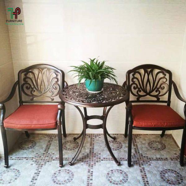 bàn ghế sân vườn