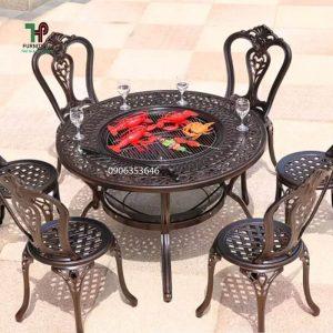 bàn tròn sân vườn có bếp nướng