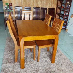 bàn ăn cơm bằng gỗ
