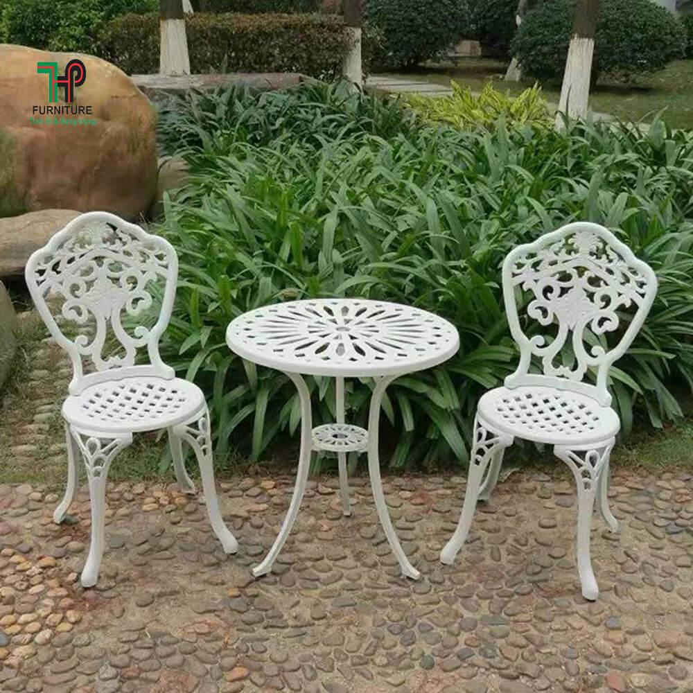 bàn ghế sân vườn tròn màu trắng